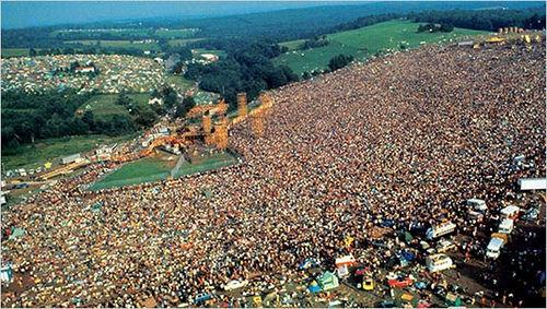 woodstock-3-days-of-peace-music-1970-l-1wy1vr.jpeg